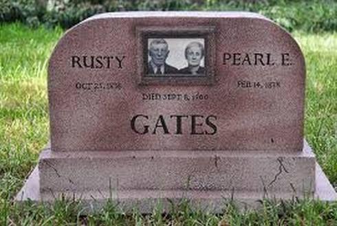 Rusty & Pearl Gates