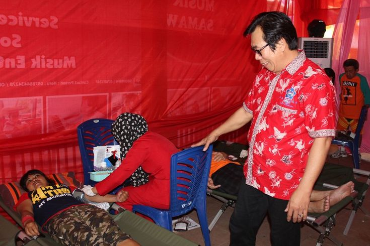 Paguyuban Sosial Marga Tionghoa Indonesia (PSMTI) Cabang Sumbawa, Minggu (29/5) menggelar kegiatan donor darah. Kegiatan yang digelar di Taman Mangga