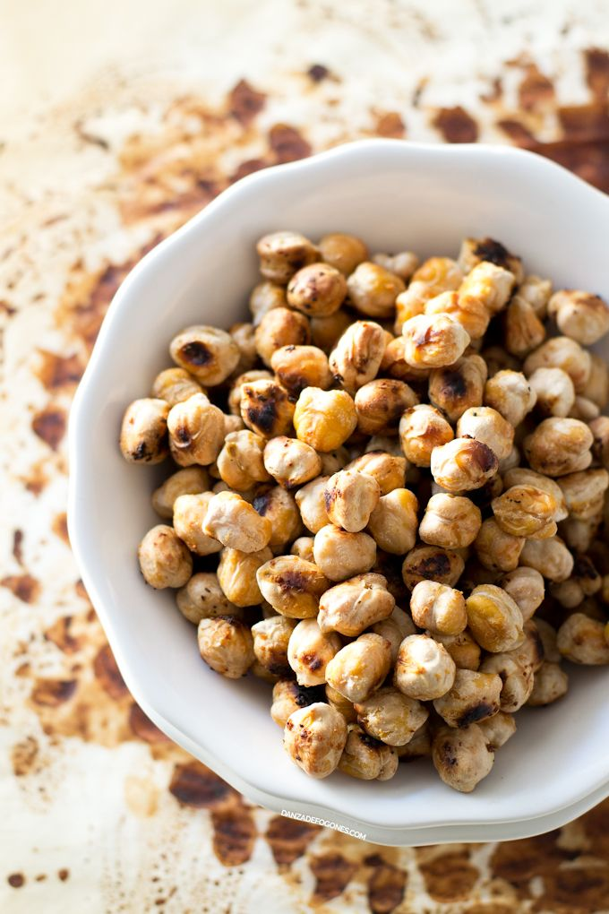Los croutons de garbanzo son una alternativa saludable a los picatostes, ideal para celíacos o personas que evitan el gluten. Puedes usar cualquier especia.