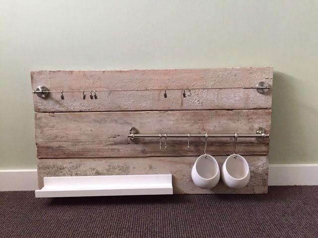 Bord van steigerhout voor boven de commode - babykamer.