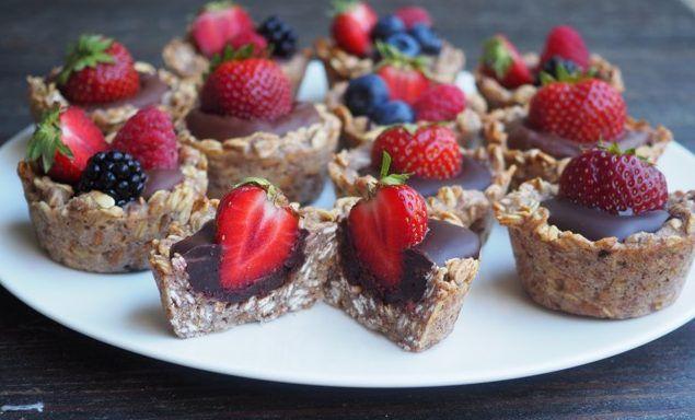 https://kuron.com.pl/przepisy/owsiane-babeczki-z-czekolada-i-owocami/
