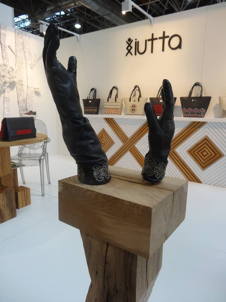 Iutta @ GDS 2015. #iutta #gloves #bags #leather #concept #setup #gdsshoefair #design #brancusi #eminescu #craftmanship #fusion #fashion #accesories #dusseldorf