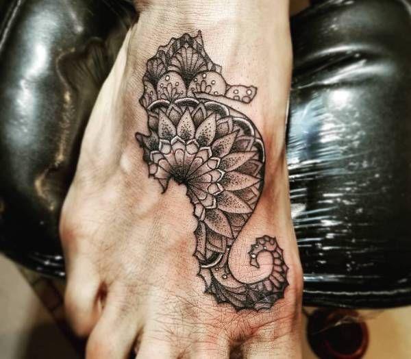 Tatuaż Konik Morski Znaczenie Historia 25 Zdjęć Pomysł
