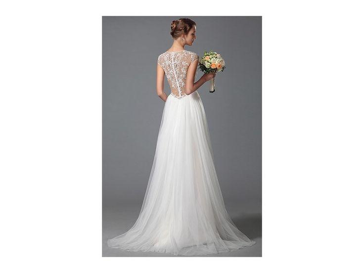 Svatební šaty s krajkovými zády . šaty mají decentní V výstřih a malé rukávky záda jsou zdobená ručně našívanými kamínky ve vzoru krajky pas je zdobený krajkou a kamínky široká bohatá tylová sukně všitá podprsenka a zip na zádech délka 155 cm od...