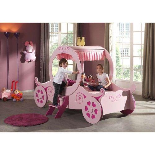 Ce Lit Calèche est digne des petites princesses. Ce Lit en bois de couleur rose à la forme d'une calèche comme dans les plus beaux contes de fées. Ce Lit accueillera un matelas 90x200 cm #LitPrincesse #LitCaleche