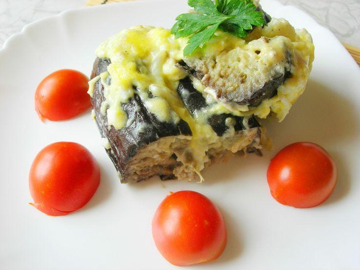 Запеченные баклажаны с сыром и яйцом под сметанно-майонезным соусом