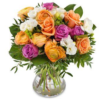 Kleurrijk boeket met rozen en ranonkels