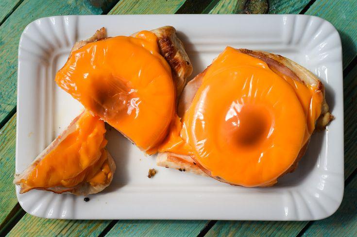 Eine Kombination aus Schnitzel und Toast Hawaii? Schnitzel Hawaii! Die leckere und sättigende Low Carb Variante zum Klassiker.