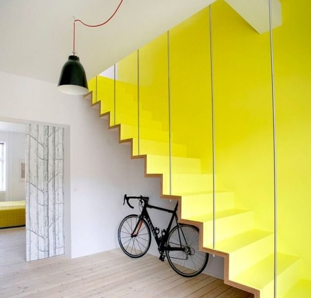 Treppenhaus  Gelbe-Wand Gestaltung