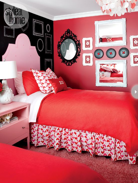 I want my dorm to look like this.... Maybe a little more sky blue than red. But still cute.