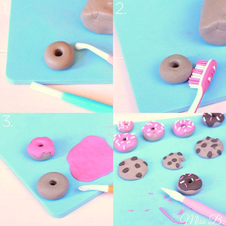 An meinem Kühlschrank: Krümelmonster Donuts , Lollipop Cookies , mini Marmor-Cupcakes , Chocolate Fudge Brownie Cookies , Apfel-Kirsch-Str...