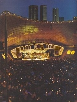 This Christmas Eve tradition attracts a huge crowd at the Sidney Myer Music Bowl in Melbourne