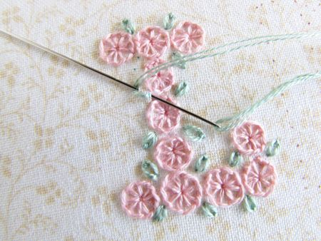This is a great site to do step-by-step daisy chain letters for a sampler.  Begins on page 2.