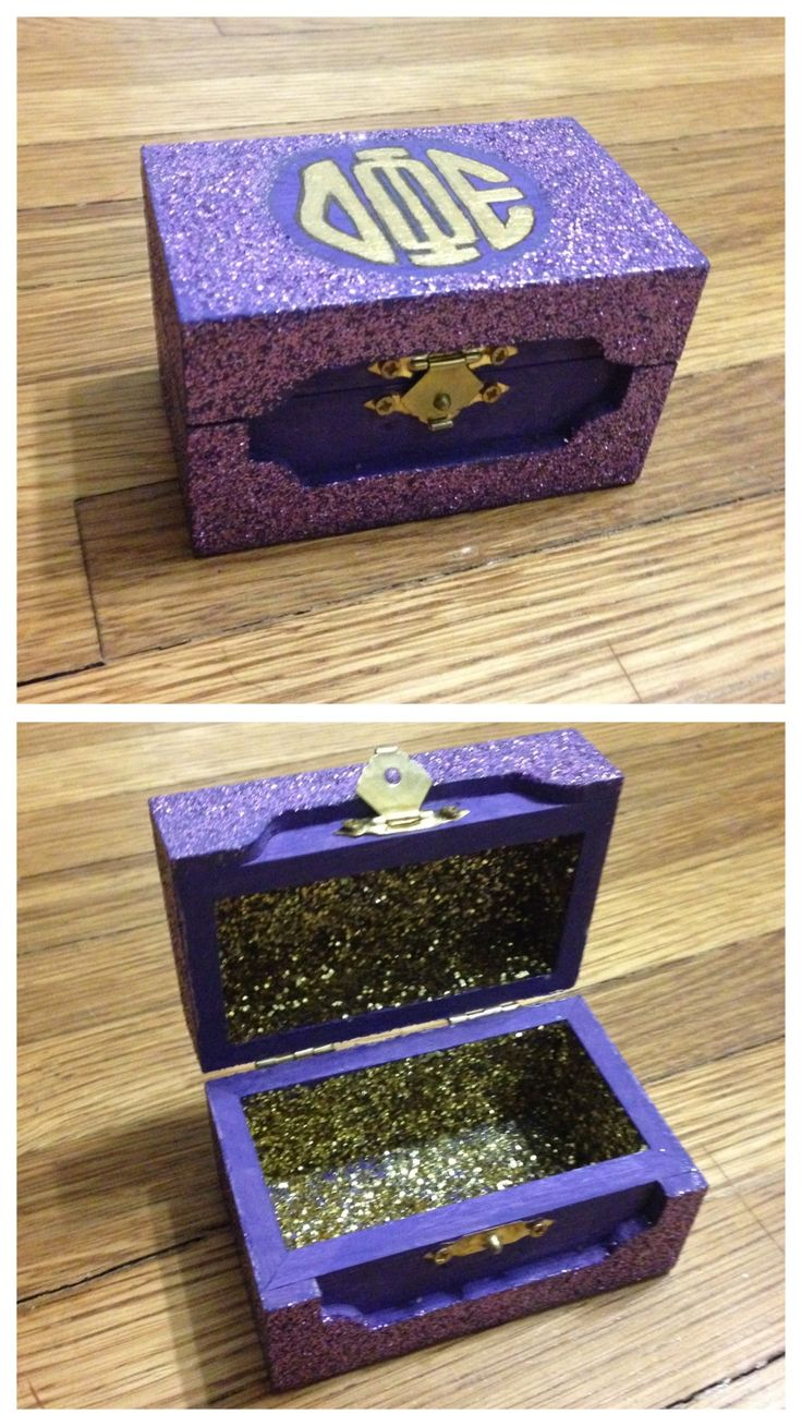The pin box I made for my little. It's completely covered in glitter and has dphie's monogram on top.  Big, Little, Dphie, Delta, Phi, Epsilon, Sorority, Craft, Pin, Box, Glitter, Monogram