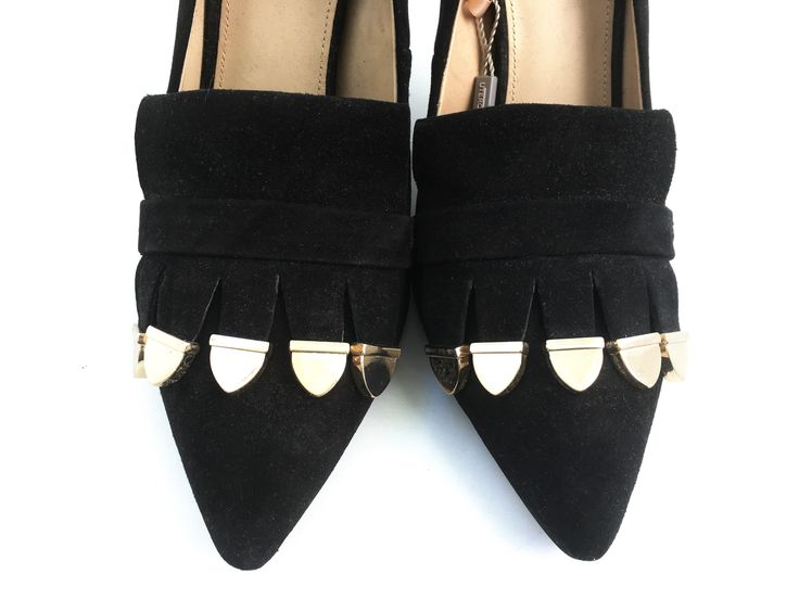 High heel shoes made from caprine leather with a suede finish. The design features fringing.Caprine leather lining. Heel lined in the same leather as the upper and a leather sole.   Height of heel: 3.9 inches  SOLE  80% reconstituted leather  20% thermoplastic rubber
