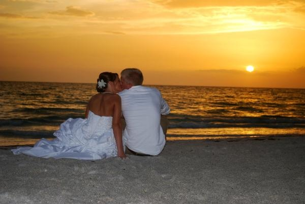 pic of beach weddings in seaside florida - great photo idea!