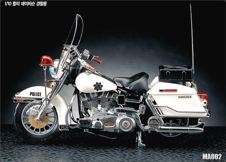 Harley Davidson Police motorcycle 1/10 Academy plastic model kit #Academy