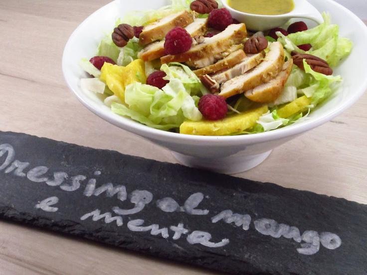 Insalata esotica di lattuga e pollo, dressing al mango e menta