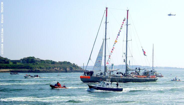 Comme Mathilde, Tara est revenu ! Le port de Lorient accueille une nouvelle fois le navire océanographique de retour d'expédition, au terme d'un grand circuit sur les mers du monde. La scène se passe le 31 mars 2012, au ras de l'Île St-Michel, par un temps tout à fait ordinaire pour les côtes de Bretagne-Sud...  Si, si, j'insiste : ordinaire !