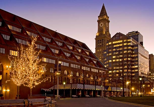 Boston Marriott Long Wharf  Convenient amenities, such as PURE® allergy-friendly rooms, on-site dining and an indoor pool, are offered at our hotel. #PURERooms