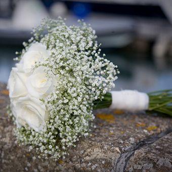 Google Image Result for http://lovetheblooms.com/wp-content/uploads/2012/08/live129372_gypsophila.rose_.weddingbouquet.jpg
