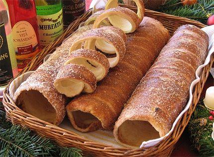 Il kurtoskalacs è un dolce tipico di Budapest, fragrante e da mangiare appena fatto, ancora caldo. Deliziosa esperienza quella con questo rotolo di dolce: