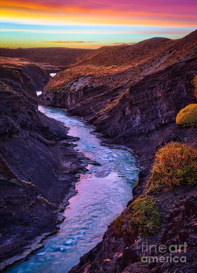 ✯ El Cañon, canyon near El Chalten in Los Glaciares National Park. El Chaltén is a small mountain village in Santa Cruz Province, Argentina
