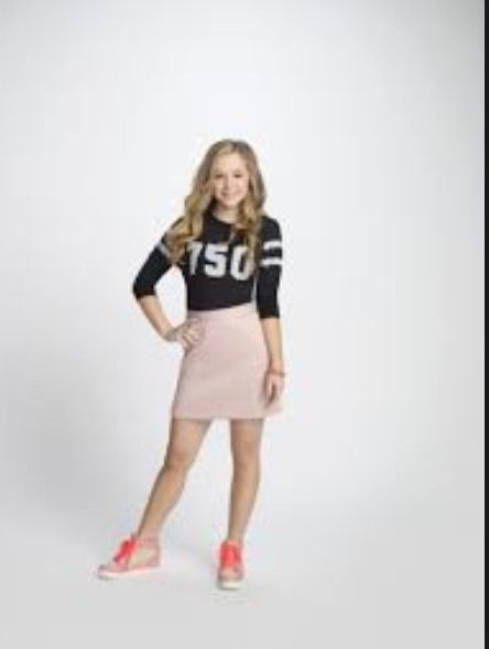 Brec bassinger has been getting a lot of new status jobs since the haunted hathways and now has her own show bella and the bulldogs were she is playing bella