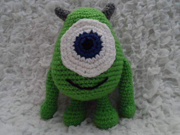 Si tienes niños en casa, de seguro conoces la película Monsters Inc. o Monsters University, entonces, no hay dudas de que también conoces a este monstruo que tan poco asusta: Mike Wazowski. En esta ocasión te mostraré cómo hacer a Mike de Monsters en crochet.Es una manualidad fabulosa para obsequiar a tus niños