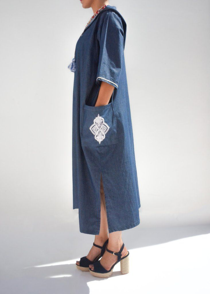 Handmade Moroccan Jellaba with large linen pom poms and silky hand embroidery on the side pockets. Very comfy and stylish for a perfect bohemian chic look.   DE