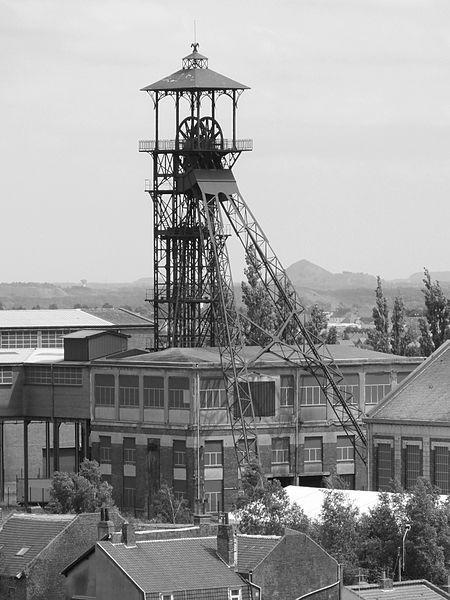 File:Loos-en-Gohelle - Fosse n° 11 - 19 des mines de Lens (085).JPG - Wikimedia Commons