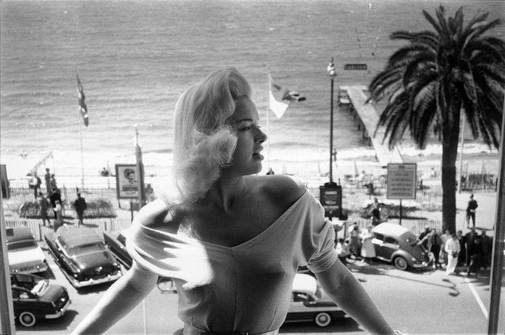 1956 год, Диана Дорс позирует на Каннском фестивале. Каннский кинофестиваль: фотографии из прошлого