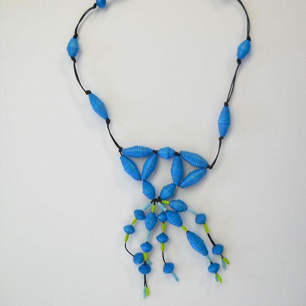 Collana '' Zulu '' realizzata a mano con perline in carta
