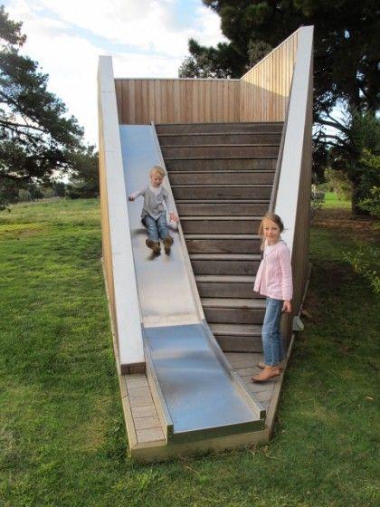 Pratique ! Toboggan vs escalier.                                                                                                                                                                                 Plus                                                                                                                                                                                 Plus