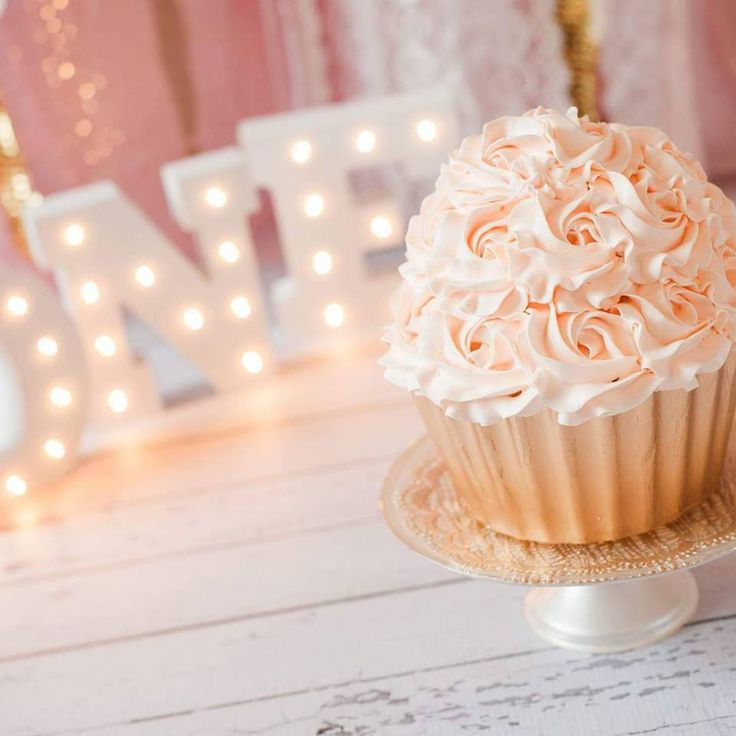 Giant Cupcake Smash Cake in Peach and Gold