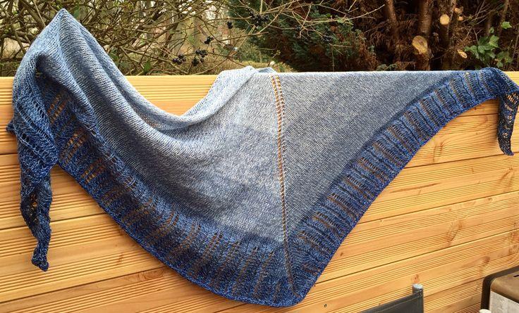 Symmetrisches+Dreieckstuch+Jeans+von+SchafeTasche+auf+DaWanda.com