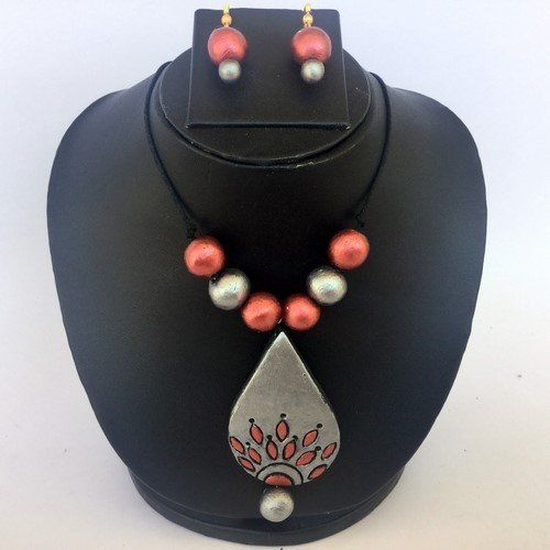 Anikalan Designs Silver Gray Duedrops Pendant Terracotta Necklace Set, http://www.junglee.com/dp/B00X7RN4GK/ref=cm_sw_cl_pt_dp_B00X7RN4GK