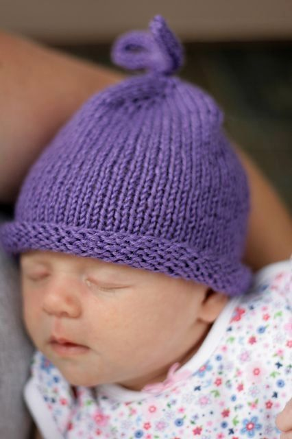 "A ""beginner"" Free pattern hat. Perfect for a very quick gift knit. Could make several colors as one gift. by Ceca"