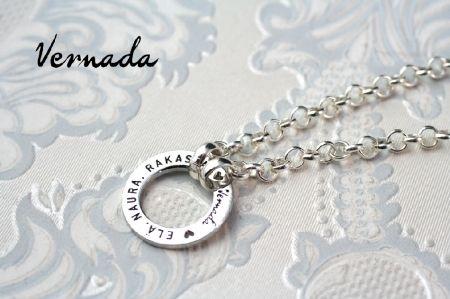 Vernada Design ELÄ. NAURA. RAKASTA. -tekstirengas, pitkäPAPUketju. #Vernada #jewelry #necklace #suomestakäsin #finnishdesign