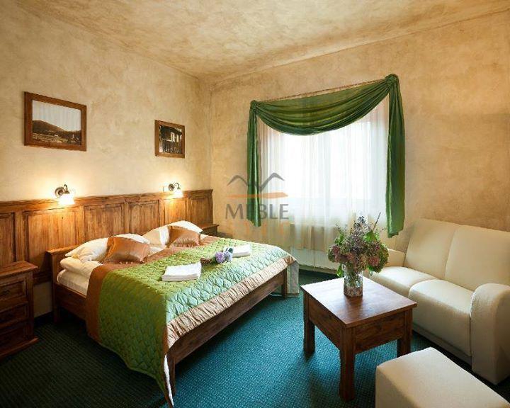 Inspiration: a cozy bedroom. Meble drewniane w stylu rustykalnym. #rustykalne #aranżacje #sypialnia #łozko