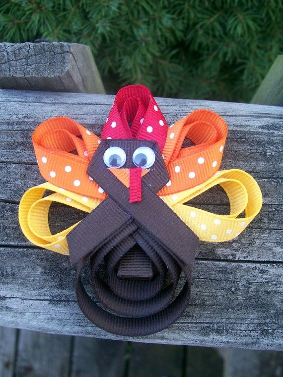 Turkey Hair Bow Clippie...I've got a little girl who's mom makes bows, she comes to school with a different one everyday!! She'd love this
