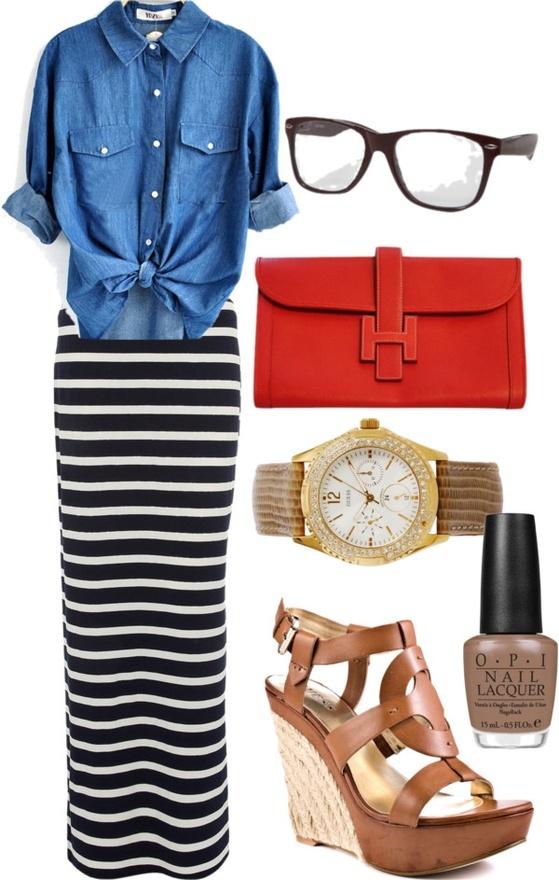 Pollera larga con blusa de blue jeans. ADORABLE! Cartera roja para darle color. // Maxi skirt + blue jeans blouse + red purse to give colour to the look