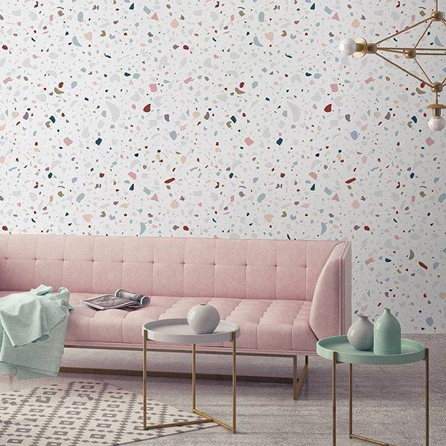 Une jolie harmonie entre le papier peint Granite et le reste du décor. ..non ??? Les Soldes de paper-mint.fr ça commence demain avec de belles offres pour tous ceux qui aiment nos motifs. ..#graphic #granite #memphis #interiordesign #blogdeco #home #architect #papierpeint #pattern #trendy #designer #walldesign #wallpaper #decoration #decor #diy #blog #lifestyle #blogdesign #blogueuse #lifestyle #pink #sofa #sale #soldes #papermint