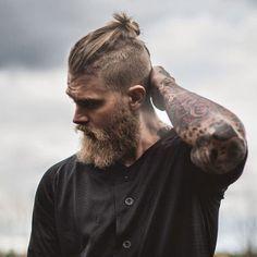 Top Knoten Und Beard Manner Frisur Frisur Und Bart Manner Und