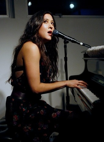 Vanessa Carlton - White Houses is an amazing song.....Caroline you know this is my favorite song.