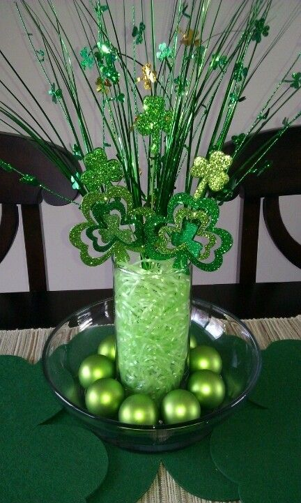 DIY Glitter Shamrock Centerpiece for 2015 St. Patrick's Day - St. Patrick's Day Decor, Table Decor, Clover Centerpiece