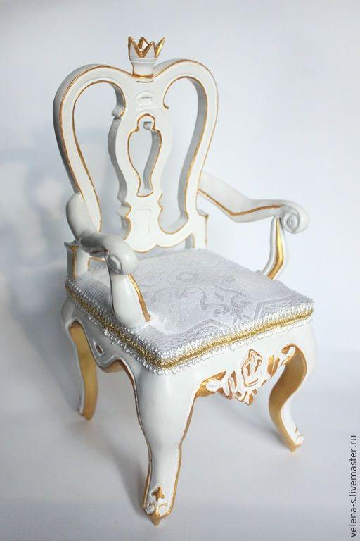Купить Кресло для куклы - белый, золотой, кресло для куклы, трон, кукольная миниатюра, кукольная мебель