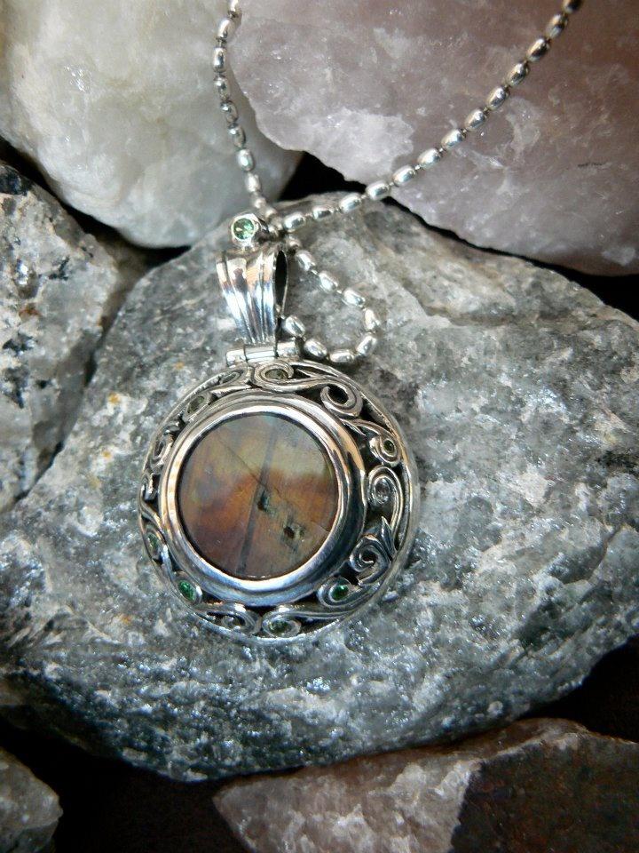 Silver 925 o/oo, Spectrolite, sapphire, 2 Peridot, 5 different sizes of tsavorite.  https://www.facebook.com/SilverHyena