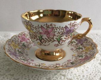 Shelley Dainty rosa taza de té y plato taza por NicerThanNewVintage                                                                                                                                                                                 Más