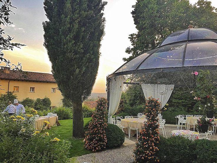 Sere d'estate come queste rimangono nel cuore... #bbqandswing @byblos.art.hotel @labibeer @leardiniluigi #emotions #sunset #arthotel #valpolicella #verona #picoftheday #love #instadaily #party #bbq #beer #instatravel #luxurytravel #besthotel #weather #capture #instagood by daiana_lorenzato